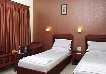Hotel Dee Cee Manors