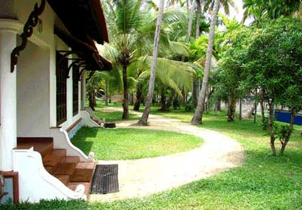 Palm Grove Lake Resort Alleppey
